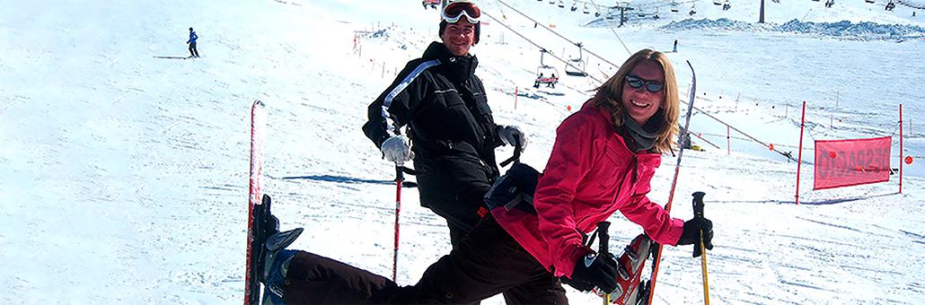 alumnos castila esquiando en sierra Nevada