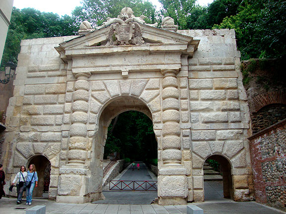 puerta-alhambra