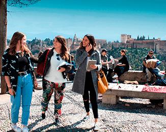 Studenti del corso di spagnolo presso il punto di vista di San Cristobal