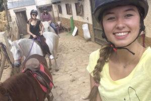 curso de español y montar a caballo